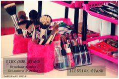 Pink fur stand & lipstick stand