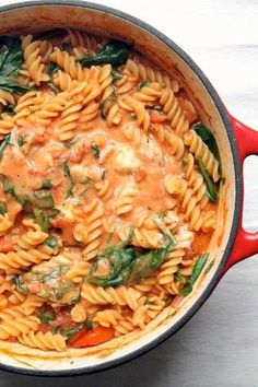 This one pot pasta has a luxurious tomato and mascarpone sauce, spinach and fresh basil. A 30 minute vegetarian dinner- perfect for dinner ideas meatless recipes One Pot Pasta with Tomato & Mascarpone Sauce Veggie Recipes, Cooking Recipes, Healthy Recipes, Fast Recipes, Noodle Recipes, Healthy Pregnancy Recipes, One Pot Recipes, Healthy Meals, Keto Recipes