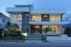 PROGETTA STUDIO DE ARQUITETURA E URBANISMO   Residencia  em Jurere Internacional - Florianópolis     Area Externa Foto: Guilherme Lantada