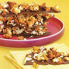 Pantry Power: Sweet and Savory Popcorn Recipes – Daily Savings From All You Magazine Popcorn Recipes, Candy Recipes, Snack Recipes, Dessert Recipes, Dessert Ideas, Yummy Recipes, Healthy Recipes, Yummy Treats, Sweet Treats