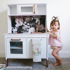 Come and hack my kitchen! So talented mama @stephaniehannablog pictured her cuttie and vintage floral wallpaper in unobvious use on #ikea #duktig #kitchen Have a  #ikeahacks #floraldecor #removablewallpaper #floralwallpaper  #inspiration #changeinterior #wallpaper #patternlove #patterndesign #patternlife #patterninspiration #colors #colorlove #colorhunters #green #naturelovers #natureinspirations #forestbathing #livethelittlethings #fototapete #fototapeta #wallmural #wallpaper