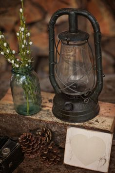 lantern table decoration | Amanda Lloyd Photography