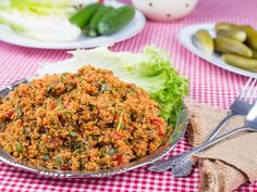 Kisir: bulghur salad with extra virgin olive oil, healthy and delicious Salad Recipes, Vegan Recipes, Turkish Recipes, Ethnic Recipes, How To Make Salad, Food Preparation, Fried Rice, Food And Drink, Yummy Food