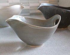 Set of 2 Pottery Bowls Rust Rim Speckle White par FringeandFettle Hand Built Pottery, Slab Pottery, Thrown Pottery, Pottery Wheel, Pottery Bowls, Ceramic Bowls, Ceramic Pottery, Pottery Art, Ceramic Art