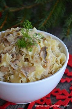 Łazanki z kapustą i pieczarkami Polish Recipes, Polish Food, Pasta, Tortellini, Lasagna, Potato Salad, Cravings, Vegetarian Recipes, Cabbage
