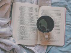 Livro + café = ❤️
