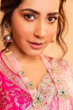 Indian Model Raashi Khanna Photoshoot In Green Saree Bollywood Wallpaper BOLLYWOOD WALLPAPER : PHOTO / CONTENTS  FROM  IN.PINTEREST.COM #WALLPAPER #EDUCRATSWEB