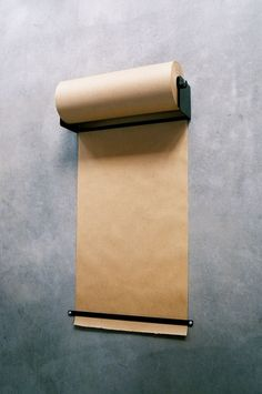 Ikea Hack // Kraft paper dispenser for less than 15 US dollars Kraft Paper, Diy Paper, Paper Crafts, Paper Roll Holders, Ideias Diy, Ideas Geniales, Paper Storage, Wrapping Ideas, Cool Ideas