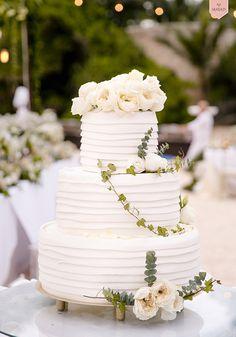 White Wedding Cake with Peony Cake Topper | Photo: Mayad Studios