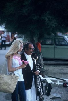 vintage everyday: 11 Rare Color Photos of Salvador Dalí and Amanda Lear in Cadaqués, Spain in 1972