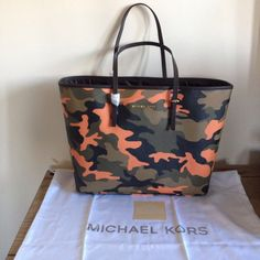 017462bcc51c BNWT MICHAEL KORS JET SET CAMO PRINTED LEATHER MD TRAVEL TOTE BAG IN POPPY  Travel Tote