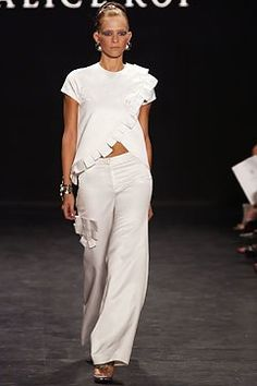 Alice Roi Spring 2003 Ready-to-Wear Fashion Show - Alice Roi, An Oost