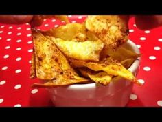 !!!AMAZING!!! Tortilla chips (crisps) - Slimming World low syn free (4.5) - YouTube Slimming World Lasagne, Slimming World Snacks, Slimming World Syns, Slimming Eats, Healthy Eating Recipes, Diet Recipes, Snack Recipes, Cooking Recipes