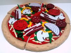 Felt food pretend pizza - My pizza looks almost good enough to eat it.  This listing is for one pizza set. Diameter is 26 cm.  Bacon&sausage pizza set includes:  - 4 pieces of