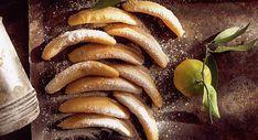 Cornes de gazelles Morrocan Food, Biscotti Cookies, Beignets, Cakes And More, Hot Dog Buns, Eggplant, Food Art, Biscuits, Sausage
