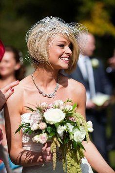 Penteados curtos #hair #bride #bobhair #noivado #wedding #couple #casais #love #amor #casamento #ido #sayido #esession #ensaio #fotos #photos #casarpontocom