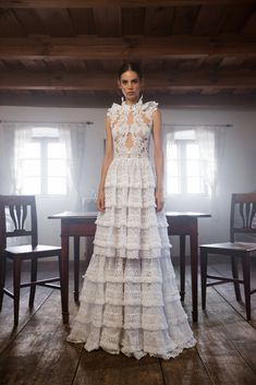 Íme a Daalarna FOLK kollekció - Magyar népművészet modern stílusban Mermaid Gown, Mermaid Dresses, Bridal Dresses, Wedding Gowns, Bridal Gown, Bridal Looks, Bridal Style, Elegant Dresses, Beautiful Dresses