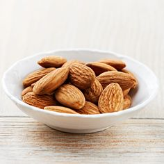 Get Healthy with Nuts and Seeds—In addition to being good brain food, almonds have anti-inflammatory, antispasmodic and demulcent properties. Soak them to break down enzyme prohibit it's or for almond milks 100 Calories, Good Brain Food, Good Food, Get Healthy, Healthy Recipes, Healthy Fats, Post Workout Snacks, Nutrition, Lower Cholesterol