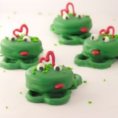 """Frog Prince Oreos!!  """"You have to kiss a lot of frogs before you meet your prince!"""""""