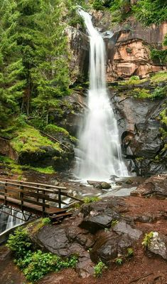 Landscape Photography, Nature Photography, Beautiful Places, Beautiful Pictures, Autumn Scenery, Seen, Beautiful Waterfalls, Nature Pictures, Amazing Nature