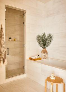 5 Real Estate Staging-Tipps von einem der besten in NYC - JudeBuxom. Large Tile Bathroom, Cream Bathroom, Bathroom Red, Large Bathrooms, Modern Bathroom Design, Bathroom Interior Design, Master Bathroom, Tile Bathrooms, Bathroom Goals