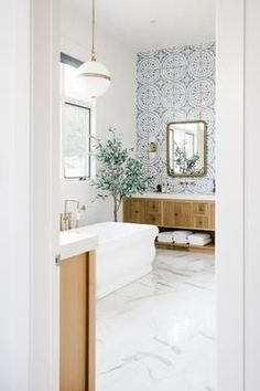 #CheapWoodFlooring Best Bathroom Flooring, Marble Bathroom Floor, Modern Bathroom Tile, Freestanding Bathtub, Marble Floor, Marble Tiles, Bathroom Layout, Blue White Bathrooms, Small Dressing Rooms