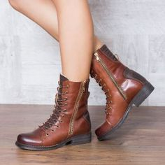 Ghete dama imblanite piele naturala cu siret maro Dr. Martens, Combat Boots, Casual, Shoes, Fashion, Moda, Shoes Outlet, Fashion Styles, Combat Boot