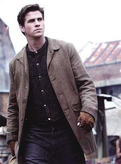 Gale Hawthorne in Catching Fire Hemsworth Brothers, Liam Hemsworth, Hunger Games Catching Fire, Hunger Games Trilogy, Team Gale, Gale Hawthorne, Interview, Katniss Everdeen, Mockingjay