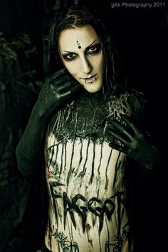 Chris Motionless. ♥♥♥. #chris motionless #miw》》》》Dont care for the 'f' word but othrr than that, a gorgeous pic :)