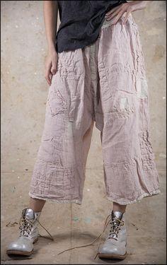 the boots! Boho Outfits, Pretty Outfits, Beautiful Outfits, Fashion Outfits, Mode Hippie, Mode Boho, Magnolia Pearl, Fashion Pants, Boho Fashion