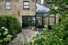 Modern Extension Using Crittall Windows Refreshes Victorian Terrace House – Dining Room Victorian Terrace House, Victorian Cottage, Victorian Homes, Victorian Windows, Loft Conversion Victorian Terrace, Victorian Buildings, Victorian London, House Extension Design, Glass Extension