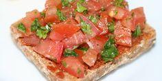 Lækker opskrift på bruchetta med pesto og tomatfyld med masser af smag.