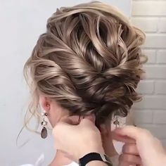56 Updo Hairstyle Ideas & Tutorials for Wedding - Frisyrer Do you wanna learn how to styling your own hair? Well, just visit our web site to seeing more amazing video tutorials! Do you wanna learn how to styling your own hair? Wedding Hairstyles Tutorial, Bride Hairstyles, Hairstyle Ideas, Short Hair Updo Tutorial, Hairstyle Tutorials, Wedding Hairstyles For Short Hair, Short Hair Tutorials, Fashion Hairstyles, Chic Hairstyles