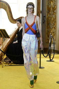 Alessandro Michelle acaba de apresentar a pré primavera-verão 2018 da Gucci, na Palatine Galleryno Palazzo... Mais