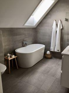 Vi bygger Villa Sjövik från Vårgårdahus Bathroom Vanity Base, Bathroom Spa, Bathroom Interior, Bathroom Design Small, Bathroom Layout, Bad Inspiration, Bathroom Inspiration, Clever Kitchen Ideas, Home Design Plans