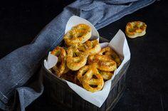 Covrigei cu cascaval si mac 4 Cheddar, Shrimp, Meat, Food, Sweets, Cheddar Cheese, Essen, Meals, Yemek