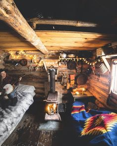 TIMEOUT HOMES showcases the most unique homes and getaways around the world. We are part of Timeout Society LLC. Tiny House Cabin, Cabin Homes, Log Homes, Bushcraft Camping, Cabin Interiors, Rustic Interiors, Cabana, Log Cabin Living, Cabin Kits