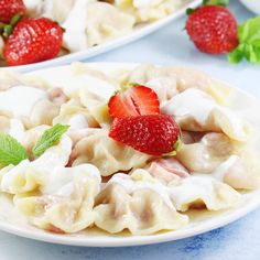 Pierogi z truskawkami. Dumplings with strawberries. Pierogi, Dumplings, Camembert Cheese, Macaroni And Cheese, Strawberry, Food And Drink, Cooking, Ethnic Recipes, Inspiration