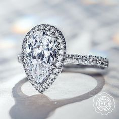 Charming and alluring, for a ring that's as unique as you are, the pear cut has all the moves. 🍐💎 Pointing north, south, or east-west, thanks to its teardrop shape, this is a cut that offers playful wearability and myriad styling options from minimalist to ornate statement. #RoyalT #Tacori #TacoriRing #DreamRing #EngagementRing #PearCut #HandcraftedInCalifornia