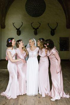Bridesmaids wear pale pink scoop neck dresses | Photography by http://www.nikkileadbetter.com/