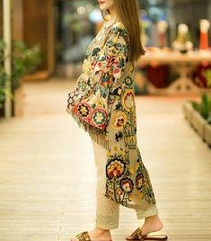 Pakistani Suits: The Amazing Designs For An Evening Party – Fashion Asia Pakistani Fashion Party Wear, Pakistani Couture, Pakistani Dress Design, Pakistani Outfits, Indian Fashion, Women's Fashion, Hijab Fashion, Kids Fashion, Stylish Dresses