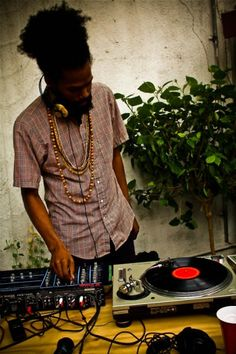 let Jah music play!