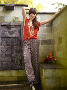 Great way to style your palazzos.