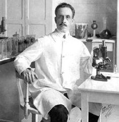 Carlos Chagas, médico brasileño, descubridor de la Enfermedad de Chagas en 1909. El trabajo de Chagas es único en la historia de la medicina, puesto que fue el único investigador hasta ahora en describir completamente una nueva enfermedad infecciosa: su patógeno, su vector, su hospedador, sus manifestaciones clínicas y su epidemiología.