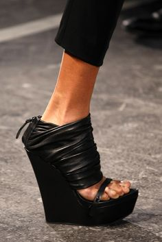 Givenchy Spring 2010 Ready-to-Wear - Details - Gallery - Style.com