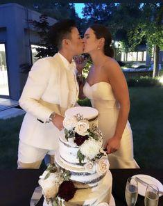 #nakedcake #chocolatenakedcake #whitechocolatecreamcheese Naked Cake, Sugar Art, Sweet Cakes, Chocolate, Wedding Cakes, Wedding Dresses, Fashion, Wedding Gown Cakes, Bride Dresses