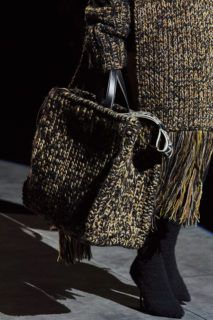 Dolce & Gabbana Herbst/Winter Ready-to-Wear - Kollektion Dolce & Gabbana, Knit Fashion, Fashion Bags, Fashion Fashion, Knitting Accessories, Women Accessories, Prada Bag, Knitted Bags, Mannequins
