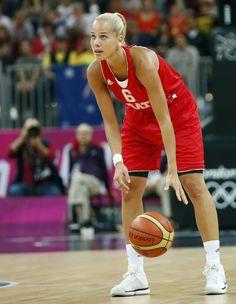 Antonija Misura, armadora da seleção de basquete da Croácia.