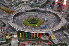 Locales en Medellín  Zona con gran Desarrollo Peatonal: Rotonda José María Bernal Puente Peatonal Av. San ...