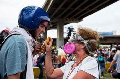 Los valientes superan en cantidad a los miserables: 30 fotos que te harán sentirte orgulloso de ser venezolano | Factor MM